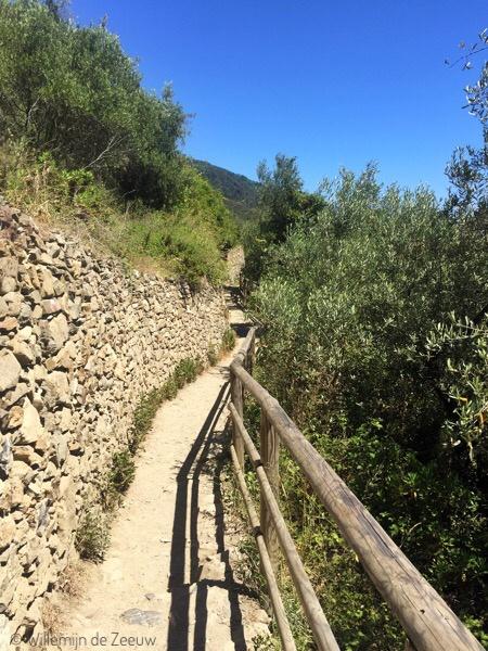 cinque-terre-hiking