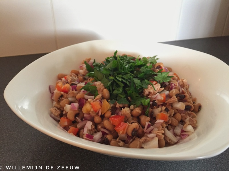 Recipe Portuguese black-eyed beans and tuna salad