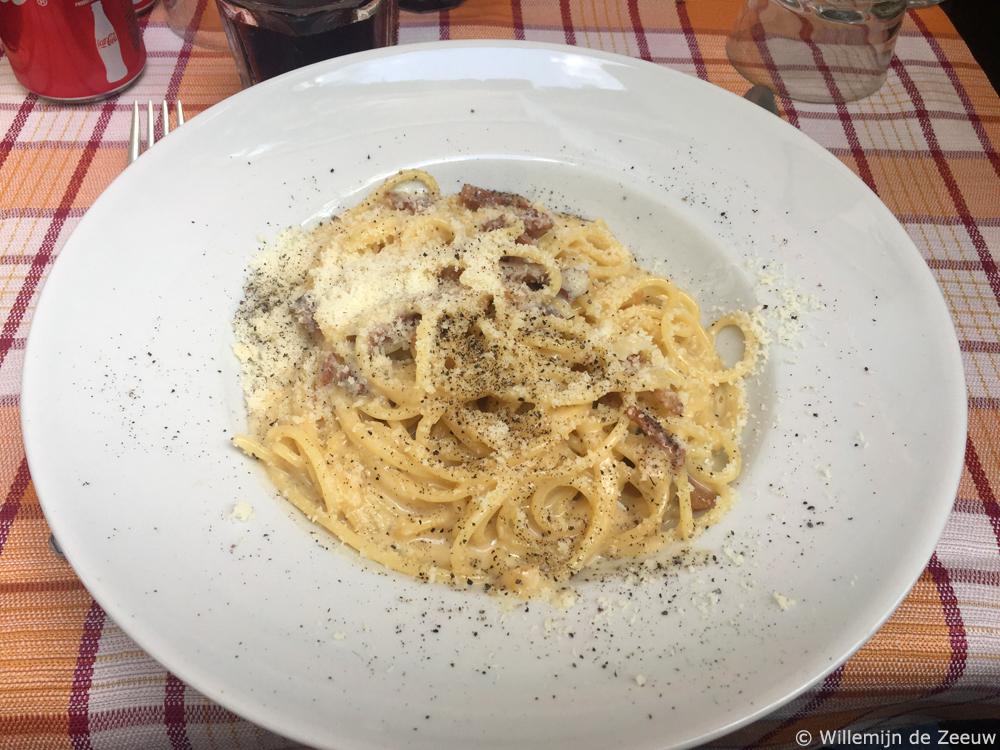 Spaghetti alla carbonara Trastevere Rome