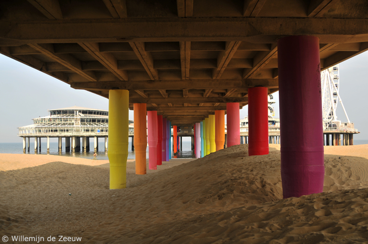 Day trip Scheveningen pier colours
