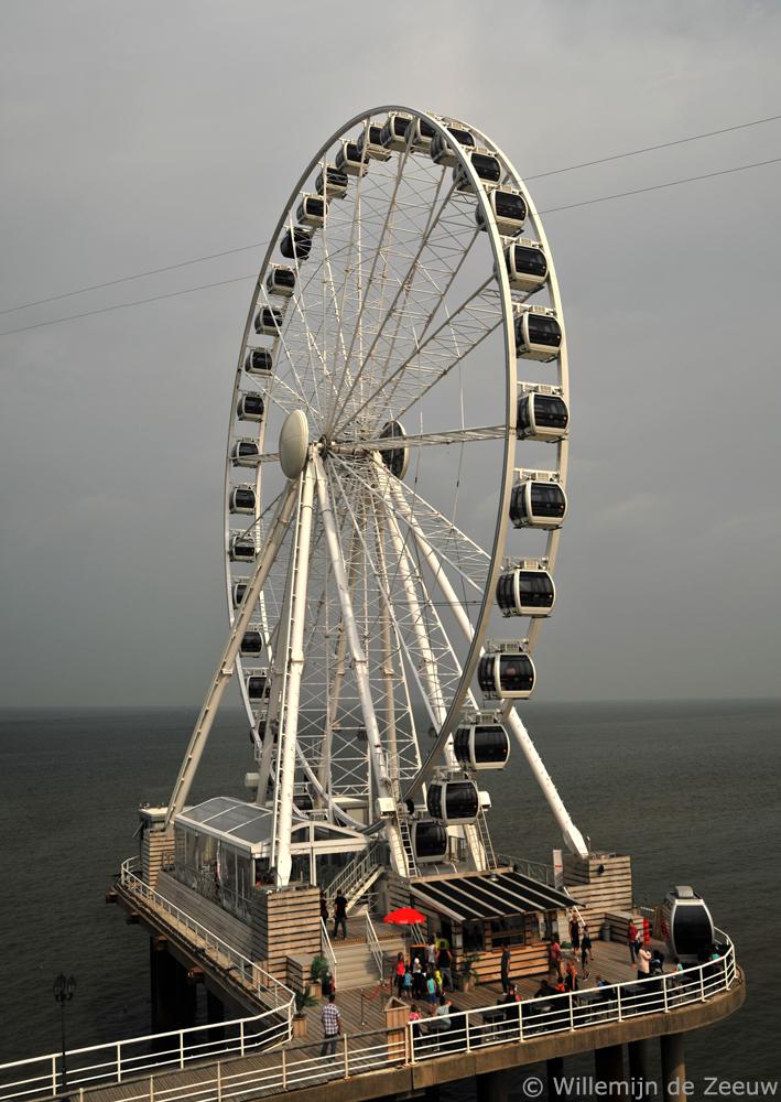 Day trip Scheveningen pier ferris wheel