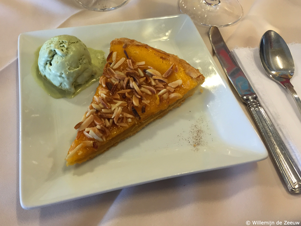 What to eat in Porto Almond tart
